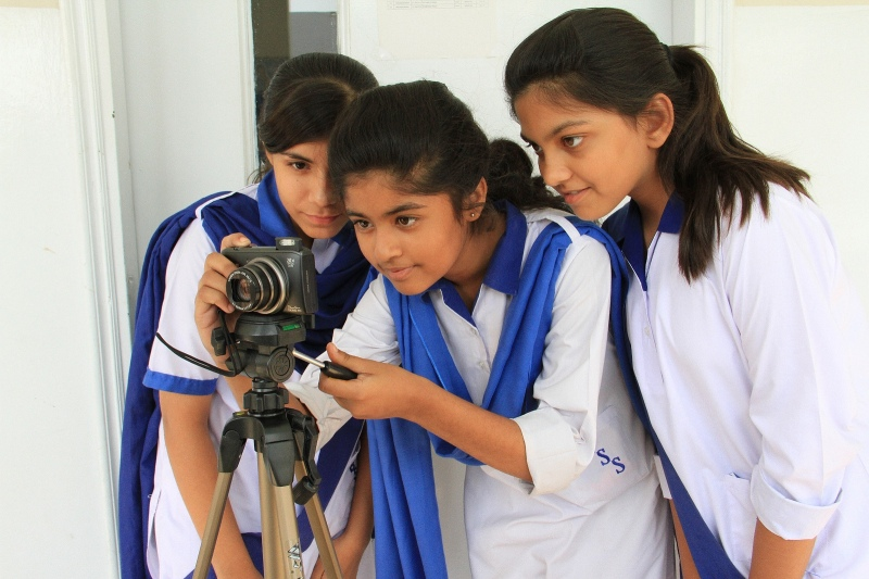 Pakistani students participating in the Photojournalism 2.0: Images of Social Change